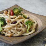 玄米レシピ「アンチョビとブロッコリーのミックスビーンズパスタ」